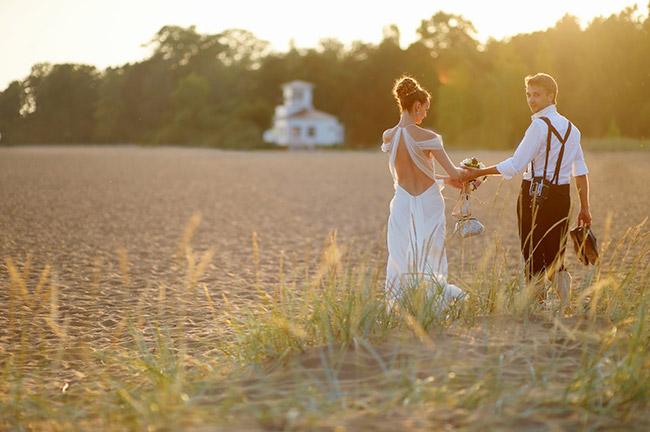 Crazy Ideas to Make Your Wedding Photos into Canvas Art