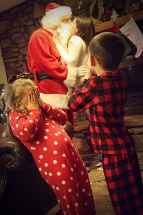 Christmas Photo Ideas - Mommy Kissing Santa