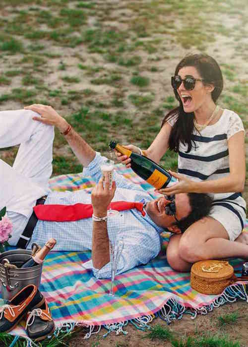 Couple Photos - Lifestyle - Picnic