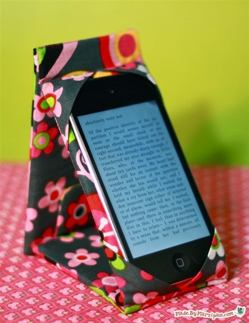 Gift Ideas For Grandparents - DIY Case Stand